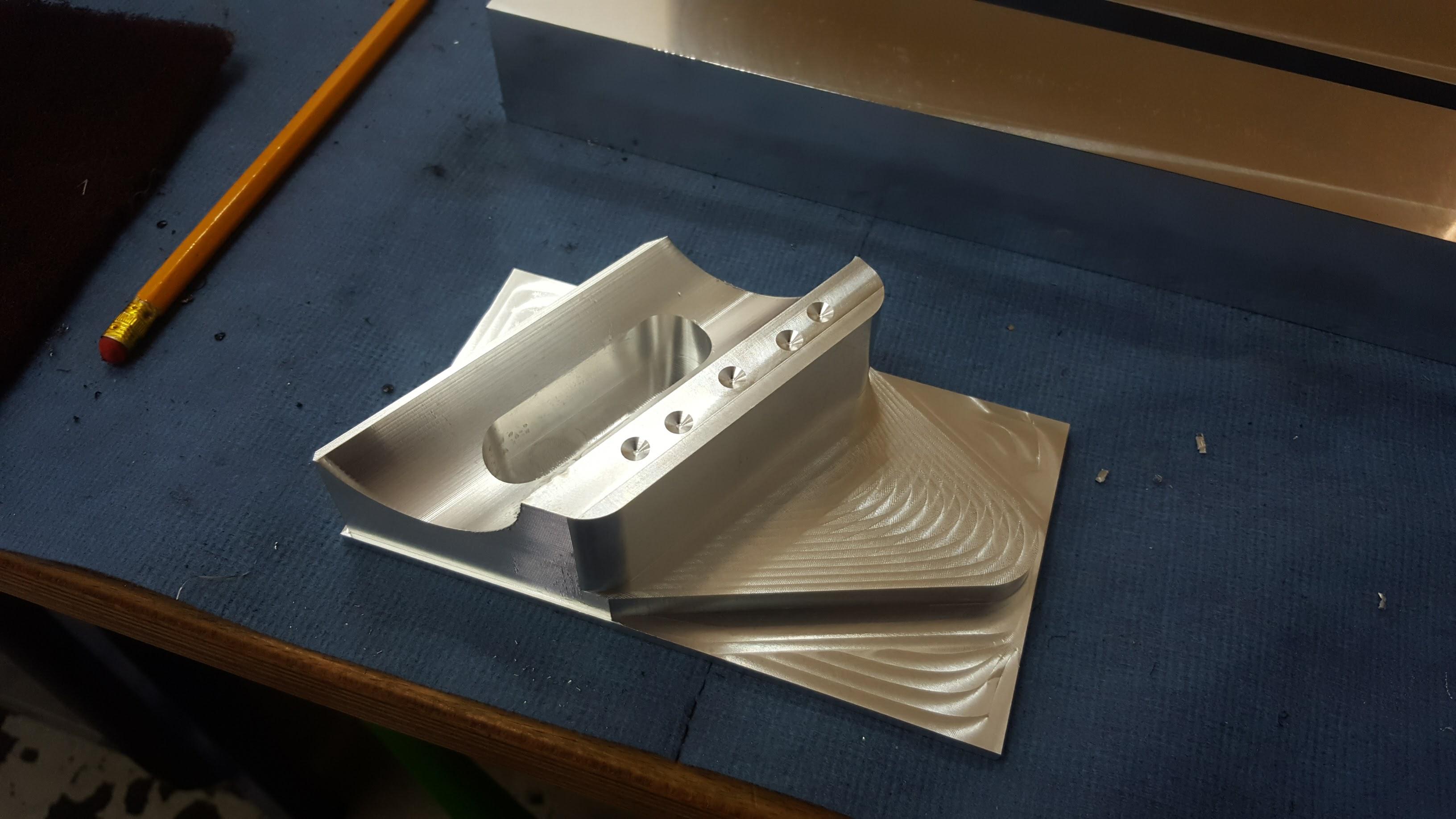 Aluminium Frästeil mit abgezeilter 3D-Kontur